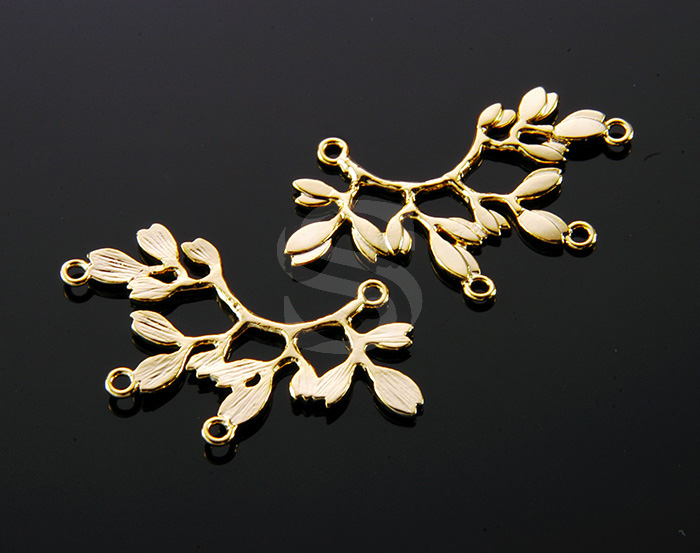 [B0049-C-G] 2 Pcs / Unique Curved Branch with Leaves Connector / Brass / 36mmx22mm