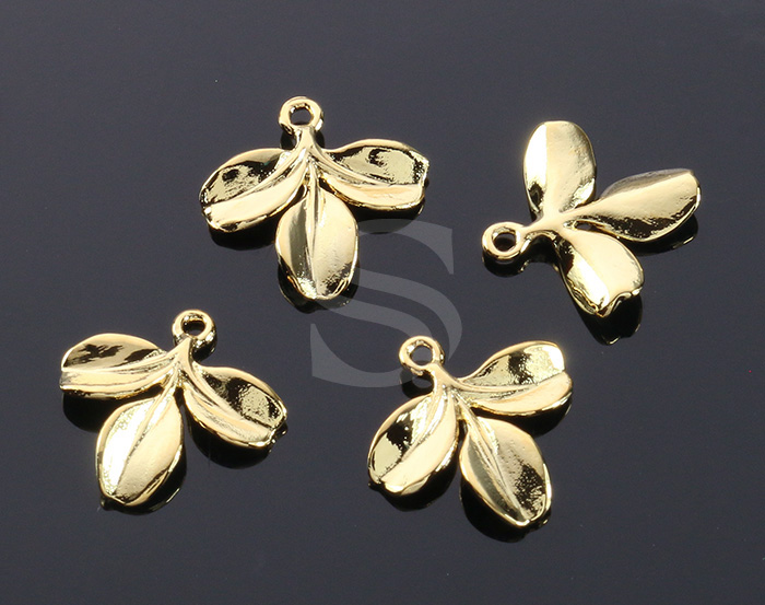 [B0614-P-G] 4 Pcs / Petit Branch with Three Leaves Charm / Brass / 15.7mmx17mm