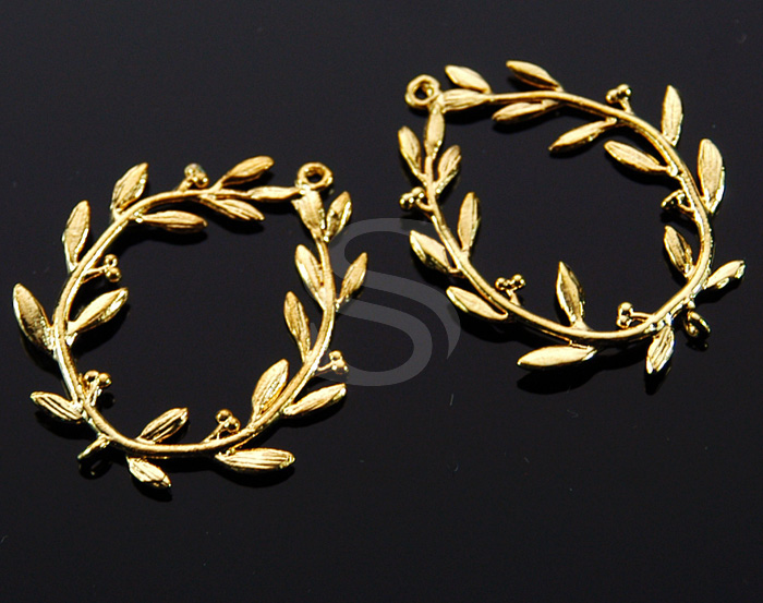[B1008-C-G] 2 Pcs / Brush Textured Leaves and Mini Fruit Detailed Wreath Connector / Brass / 25.5mm x 30.5mm