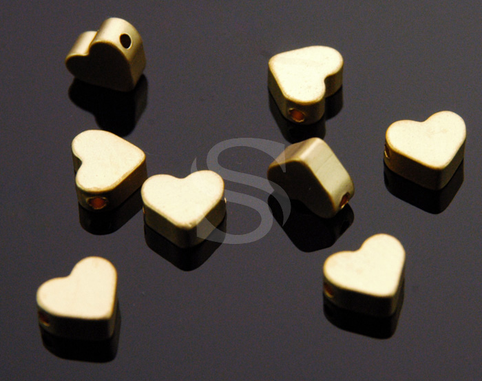[B1107-C-MG] 8 Pcs / Simple Flat Petite Heart Beads / Brass / 7mm x 6mm