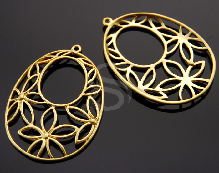 [B1283-P-MG] 2 Pcs / Flower Outline Detailed Oval Shape Pendant / Brass / 34mm x 23mm
