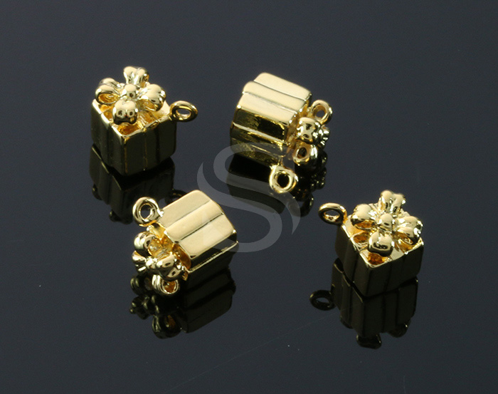 [B1607-P-G] 4 Pcs / Gife Box Pendant / Brass / 7mm x 9.3mm