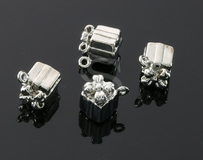 [B1607-P-RF] 4 Pcs / Gife Box Pendant / Brass / 7mm x 9.3mm
