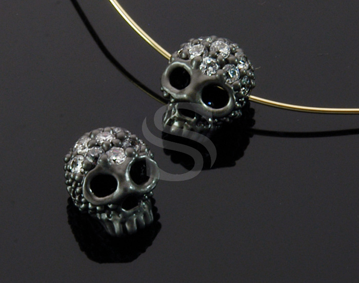 [B1708-C2-MO] 2 Pcs / CZ Detailed Skull Bead / Brass / 7.4mm x 8.4mm