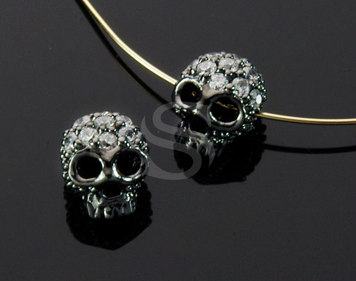 [B1708-C2-MOGL] 2 Pcs / CZ Detailed Skull Bead / Brass / 7.4mm x 8.4mm