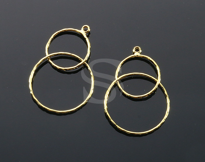[B2039-P1-G] 4 Pcs / Unique Textured Double Circle Shaped Line Art Pendant / Brass / 20.7mm x 35.8mm