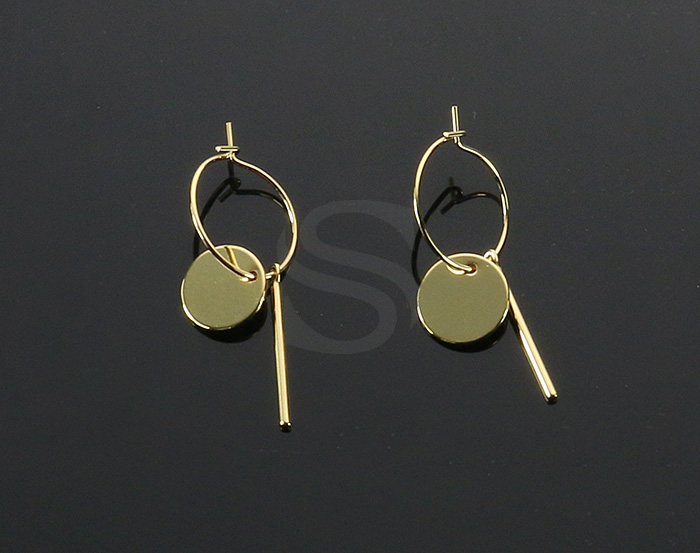 [B2148-E1-G] 2 Pcs / Hoop Earring with little charms / Brass
