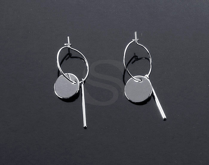 [B2148-E1-RF] 2 Pcs / Hoop Earring with little charms / Brass