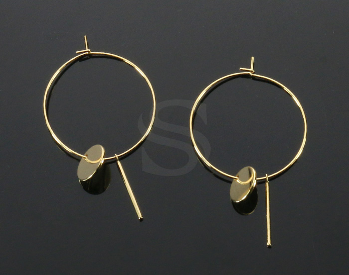 [B2148-E2-G] 2 Pcs / Hoop Earring with little charms / Brass