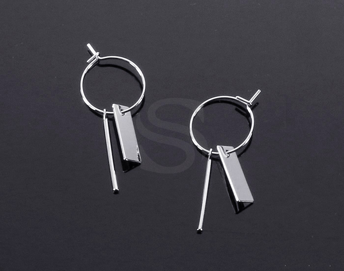 [B2149-E1-G] 2 Pcs / Hoop Earring with little charms / Brass