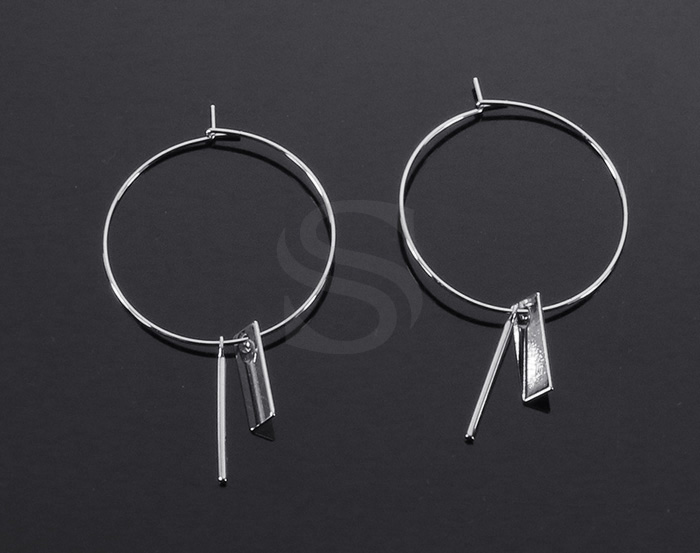 [B2149-E2-RF] 2 Pcs / Hoop Earring with little charms / Brass