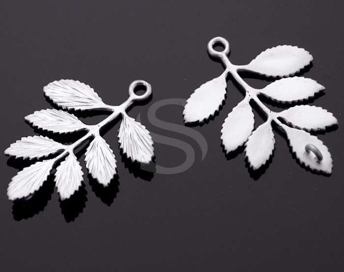 [B0230-C2-MS] 2 Pcs / Beautiful Leaves with Branch / Brass / 30mmx36mm