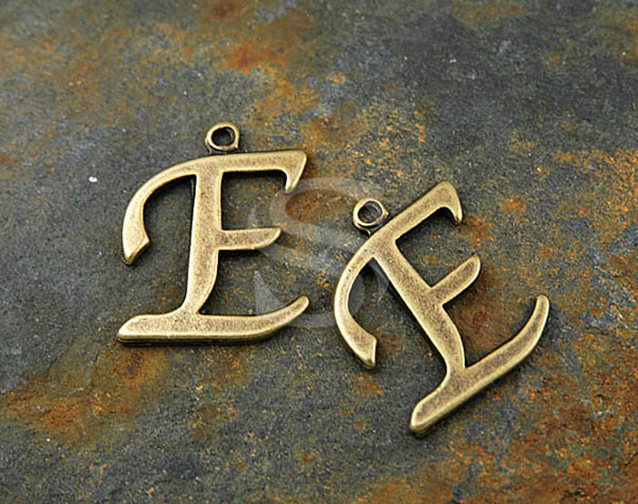 [B0285-E-AB] 4 Pcs / Hand Atiqued Initial Letter Charms / Pewter / 19mmx18mm