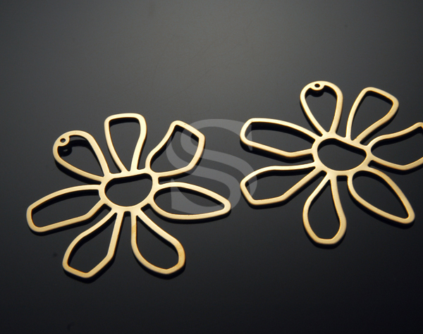 [B0354-P-MG] 2 Pcs / Seven Petal Marguerite Flower Pendent / Steel / 55mmx53mm