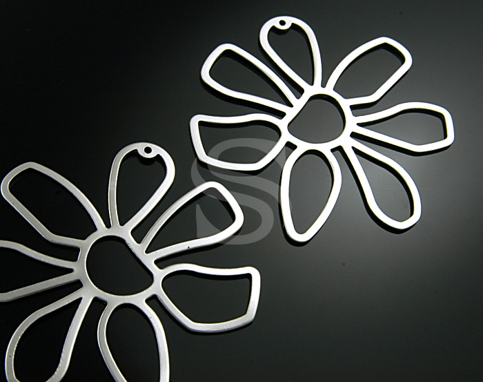 [B0354-P-MS] 2 Pcs / Seven Petal Marguerite Flower Pendent / Steel / 55mmx53mm