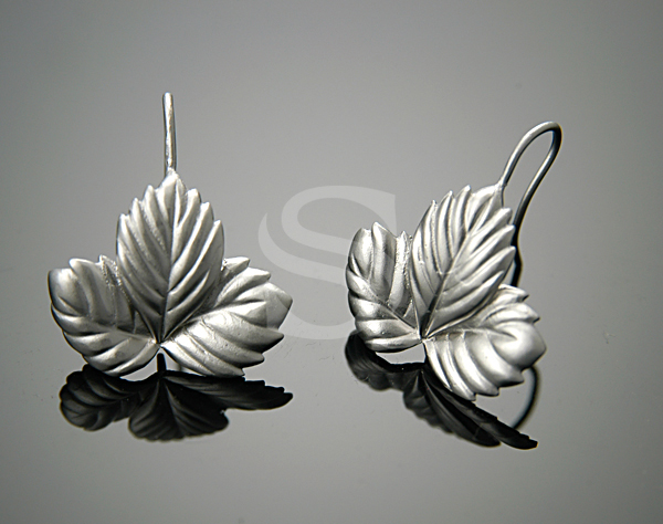[B0393-H-MS] 2 Pcs / Leaf Vein Detailed Three Leaves Earrings / Brass / 20mm x 23mm