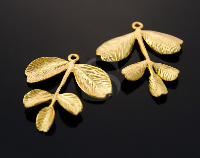 [B0443-P-MG] 4 Pcs / Adorable leaf Pendant / Brass / 23mm x 26mm