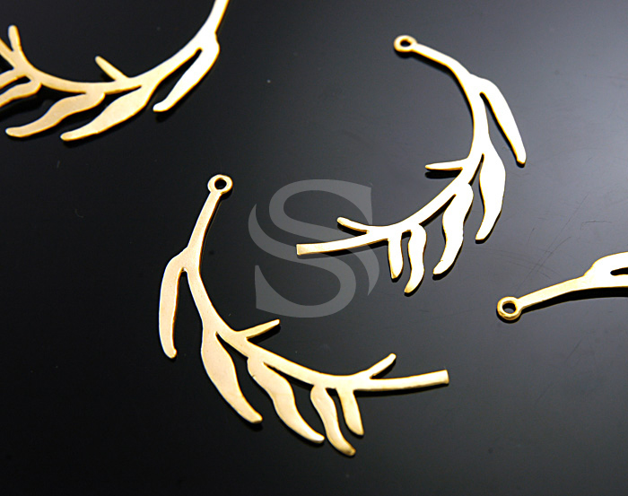 [B0569-P-MG] 2 Pcs / Organic Curved Branch with Leaves Pendant / Brass / 12mmx35mm