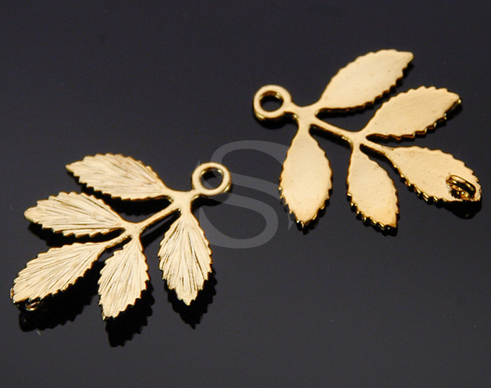 [B0230-C1-G] 2 Pcs / Dainty Branch with Leaves Connector / Brass / 23mmx26.7mm