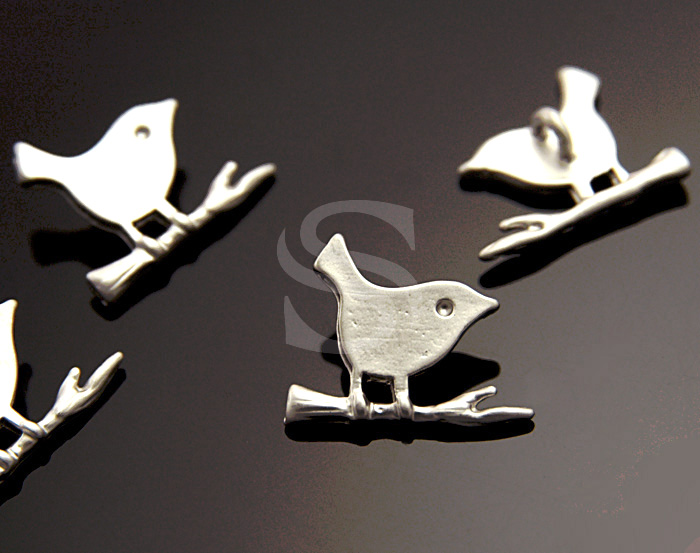[B0969-P-MS] 6 Pcs / Adorable Bird On the Little Branch / Brass / 12mm x 10mm