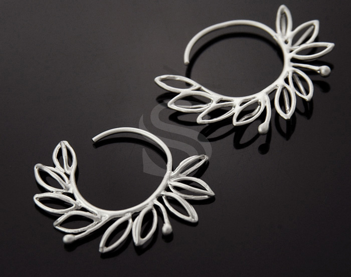 [B0983-E-MS] 2 Pcs / Lined Leaf Detailed Round Hoop Earrings / Brass / 26.7mm x 36.7mm