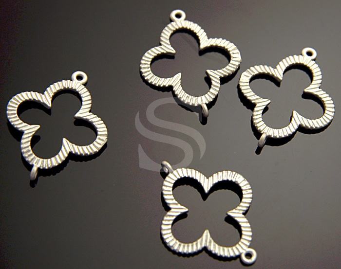 [B0995-C-MS] 4 Pcs / Brush Texture Detailed Clover Connector / Brass / 17mm x 21mm