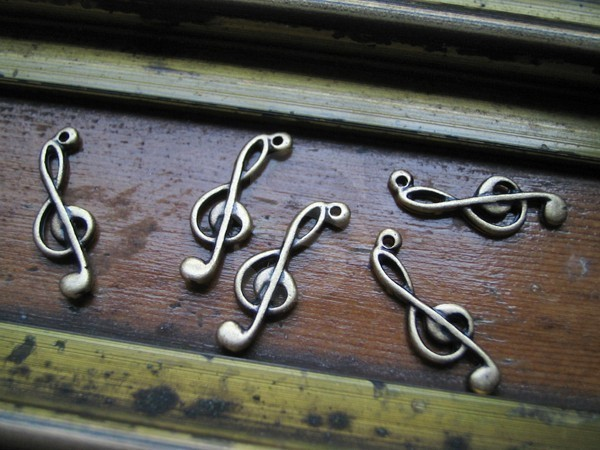 [C-028-AB] 6 Pcs / Treble Clef Charms