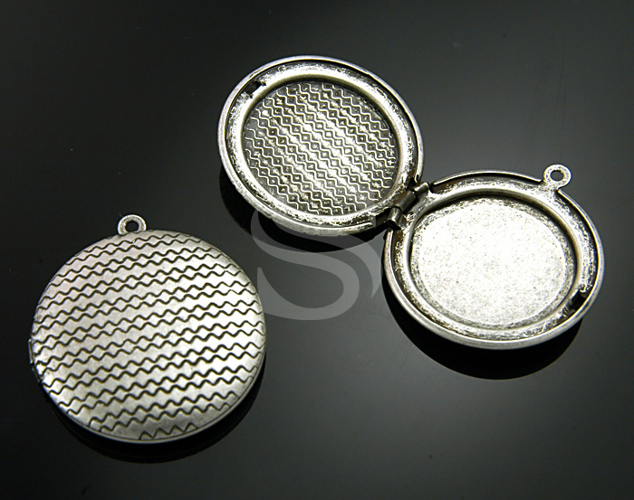 [B1594-P-AS] 2 Pcs / Highly Wrought Pattern Round Locket / Brass / 32mmx35.5mm