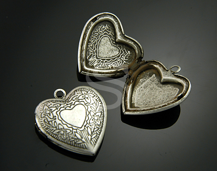 [B1597-P-AS] 2 Pcs / Highly Wrought Pattern Heart Locket / Brass / 23mmx25mm