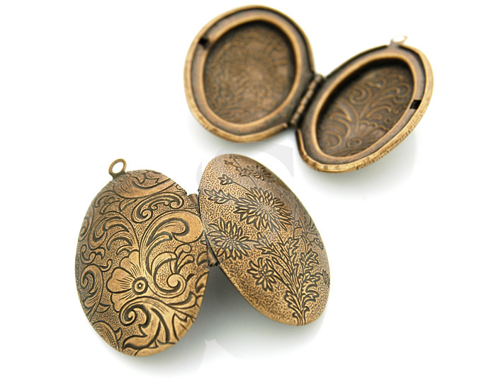 [B1599-P-AC] 2 Pcs / Beutiful Flower Textured Oval Locket / Brass / 42mm x 27mm