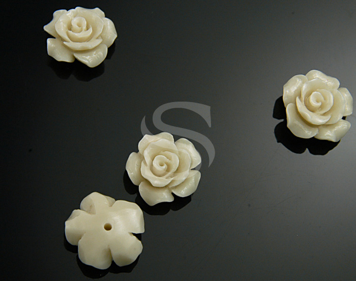 [G0037-2-WH] 4 Pcs / Delicate, Romantic White Rose Bead / Polyresin / 12.6mm