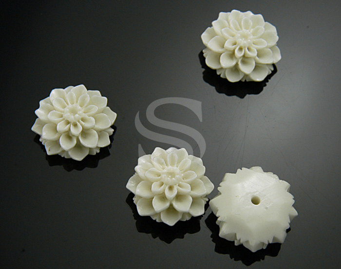 [G0039-WH] 4 Pcs / Delicate, Romantic White Chrysanthemum Bead / Polyresin / 14.7mm