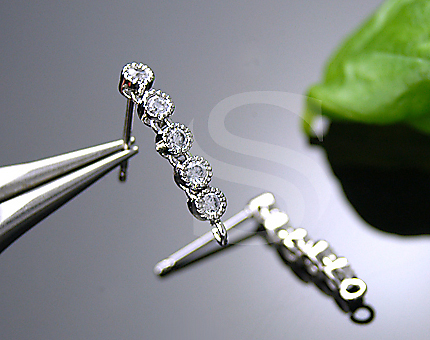 [H0078-E-RFCR] 2 Pcs / Unique Prong Set of Five Cubic Zirconia Earring Findings / Brass + CZ / 3mm x 14mm