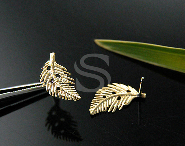 [B0656-E-G] 4 Pcs / Dainty Autumn Leaf Earrings / Brass / 9mm x 16mm