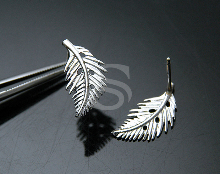 [B0656-E-RF] 4 Pcs / Dainty Autumn Leaf Earrings / Brass / 9mm x 16mm