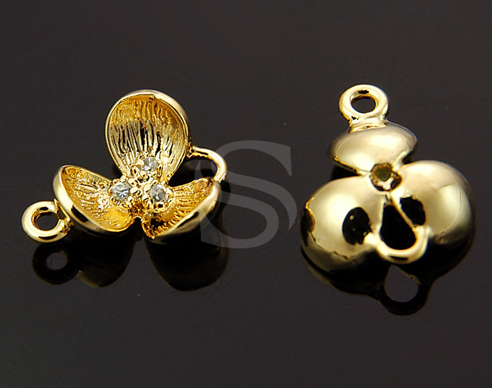 [S-045-G] 2 Pcs / Brush Textured & Three C.Z Detailed Cute Three Petals Connector / Brass+CZ / 10mm x 11mm