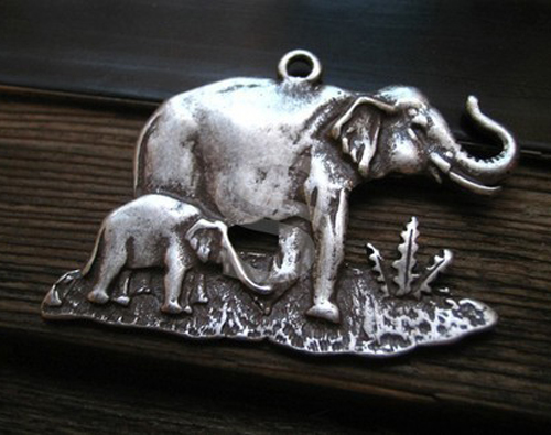 [C-055-AS] 1 Pcs / Large Elephant Mother And Child in The Wild Savana of Africa Pendant
