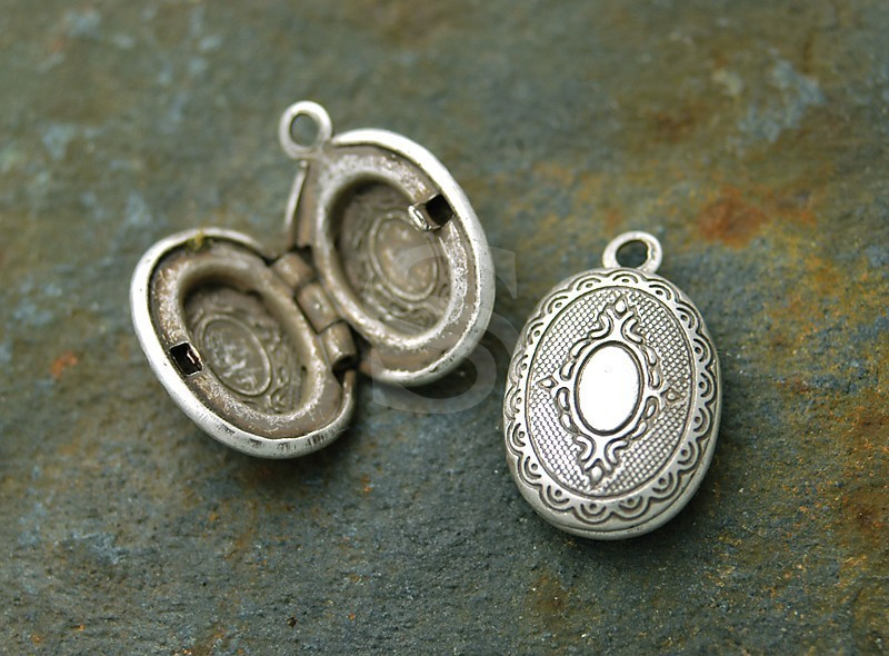 [B1578-P1-AS] 2 Pcs / Highly wrought Pattern Oval Locket / Brass / 16.3mm x 24.5mm